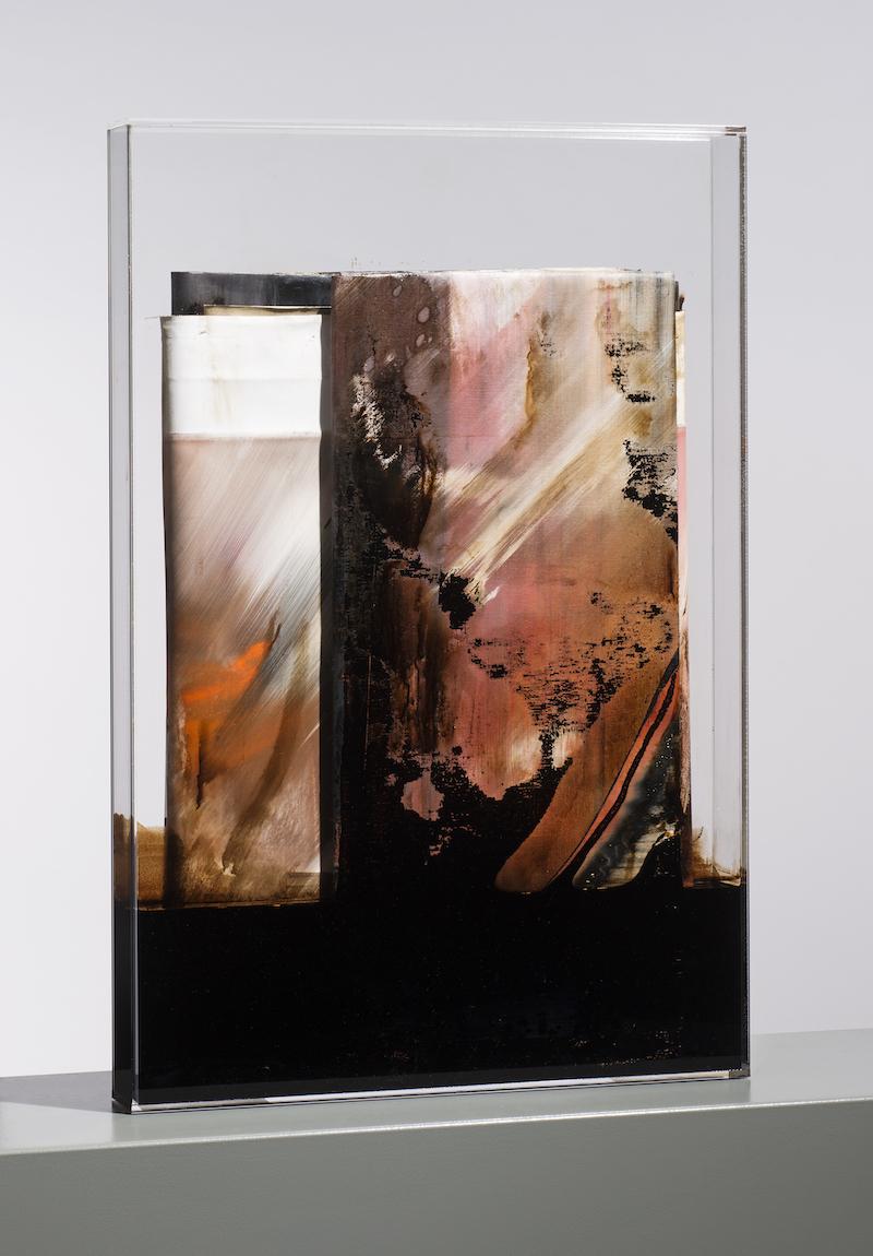 faltung_bitumen-Faltung_Bitumen Nr. 10-Öl auf Leinwand und Bitumen im Plexiglasbox - 75 x 50 x 7 cm - 2017